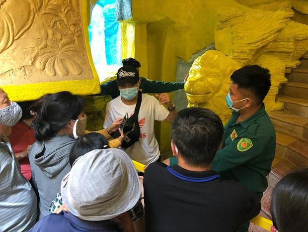 Thân nhân nhận dạng 478 hũ tro cốt tại chùa Kỳ Quang 2 - Ảnh 1.