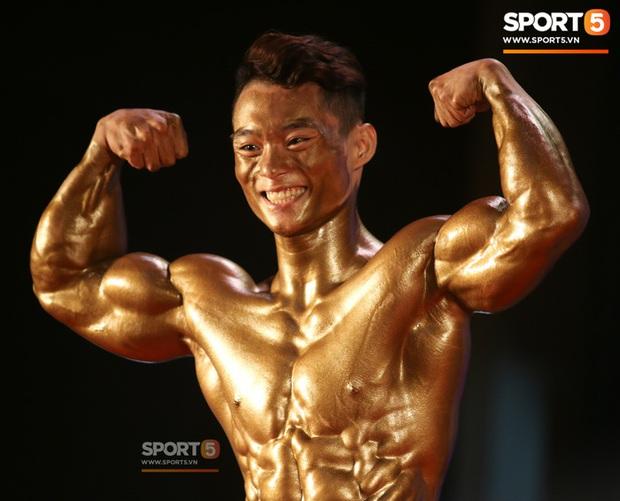 Mặt học sinh, thân hình chiến binh, hot boy sinh năm 2000 Nguyễn Văn Quốc giành cả 2 HCV hạng 80 cân tại giải Cúp CLB thể hình toàn quốc - Ảnh 1.