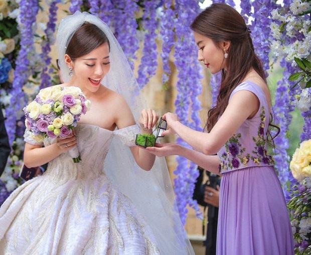 Dàn sao Hoa ngữ khi được mời tới dự tiệc cưới: Người để mặt mộc mặc đồ siêu giản dị, kẻ bị chỉ trích vì chiếm sóng của nhân vật chính - Ảnh 8.