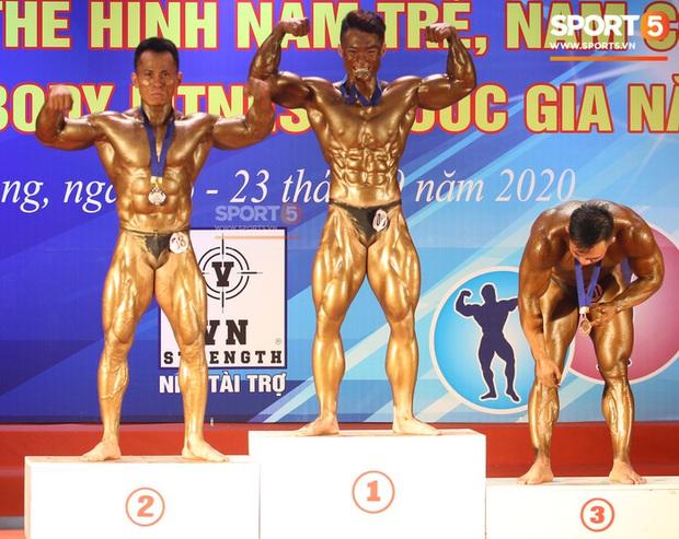 Mặt học sinh, thân hình chiến binh, hot boy sinh năm 2000 Nguyễn Văn Quốc giành cả 2 HCV hạng 80 cân tại giải Cúp CLB thể hình toàn quốc - Ảnh 7.