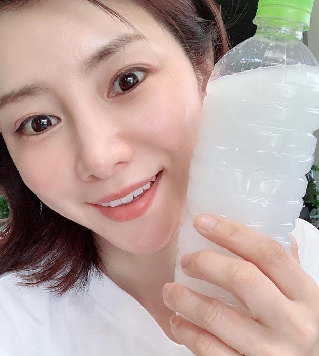 Rửa mặt theo cách của phụ nữ Nhật, Thiều Bảo Trang khoe thành quả da căng mịn trắng sáng - Ảnh 9.