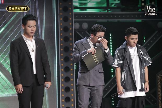 Trấn Thành có đến 3 lần rơi nước mắt tại Rap Việt đều vì xúc động trước màn trình diễn của thí sinh, khẳng định không diễn trên sân khấu - Ảnh 9.