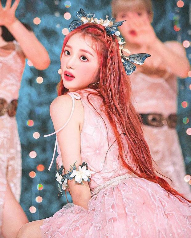 Nhan sắc mỹ nhân vừa vượt mặt BLACKPINK và nữ thần Red Velvet: Trên sân khấu gây sốt vì đẹp đến mức tưởng tiên tử đời thực - Ảnh 2.