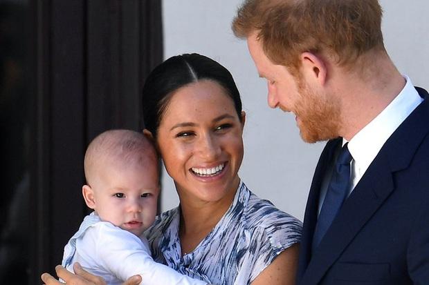 Thông tin mới nhất về con trai Meghan và Harry được hé lộ sau thời gian dài bị giấu kín thu hút sự chú ý của truyền thông và người hâm mộ - Ảnh 1.
