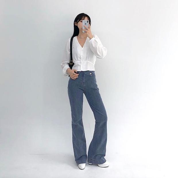 Jeans ống loe: Chiếc quần tôn dáng bậc nhất thu này nhưng liệu bạn đã biết cách diện chuẩn? - Ảnh 2.