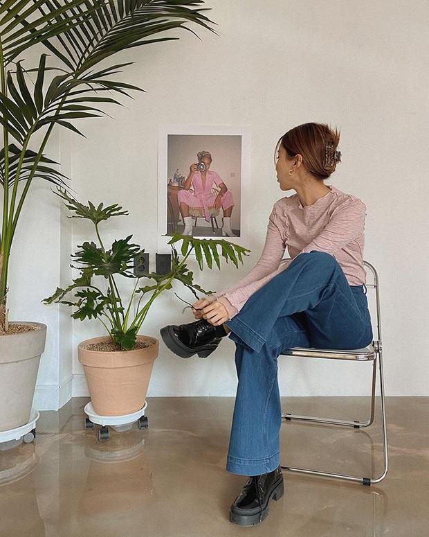 Jeans ống loe: Chiếc quần tôn dáng bậc nhất thu này nhưng liệu bạn đã biết cách diện chuẩn? - Ảnh 5.