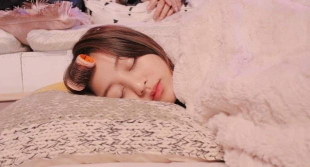 Idol Hàn chợp mắt với nguyên lớp makeup: Xem vừa thương vừa nhận ra toàn cực phẩm nhan sắc, đến ngủ cũng đẹp - Ảnh 8.
