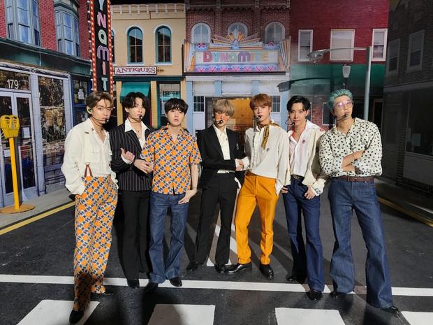 BTS mới tung tên album mà fan đã trổ tài thám tử: Tựa đề khẳng định nhóm mãi mãi 7 người, ẩn chứa lời hứa cảm động với ARMY? - Ảnh 6.