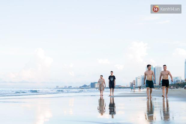 Đà Nẵng những ngày cuối tháng 9: Đường bay đã mở lại nhưng vẫn vắng khách du lịch, cầu tình yêu thưa người tham quan - Ảnh 6.