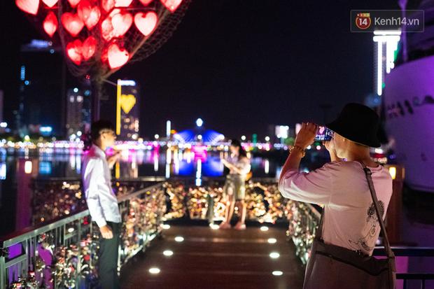 Đà Nẵng những ngày cuối tháng 9: Đường bay đã mở lại nhưng vẫn vắng khách du lịch, cầu tình yêu thưa người tham quan - Ảnh 20.
