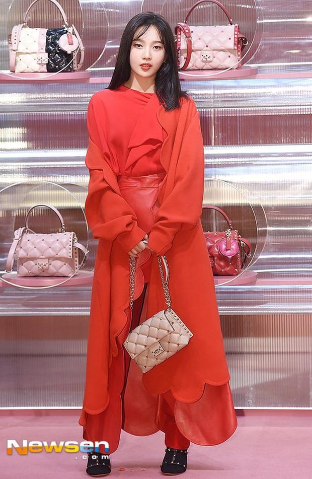 Đẳng cấp thánh body Red Velvet: Mặc kín mít mà vẫn không bị dìm dáng, nhan sắc rạng rỡ chấp hết camera thường - Ảnh 4.