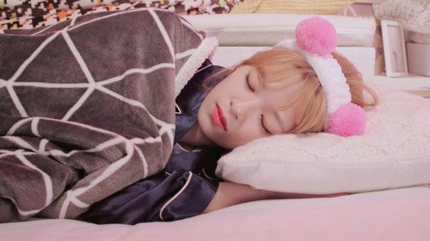 Idol Hàn chợp mắt với nguyên lớp makeup: Xem vừa thương vừa nhận ra toàn cực phẩm nhan sắc, đến ngủ cũng đẹp - Ảnh 9.