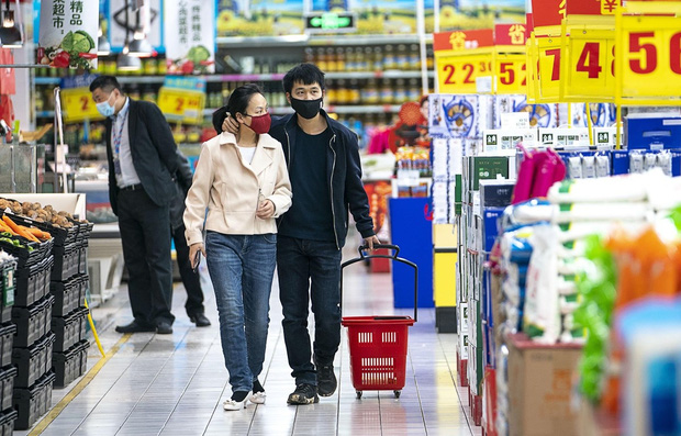 Trung Quốc phát hiện SARS-CoV-2 trên bao bì râu mực nhập khẩu từ Nga - Ảnh 1.