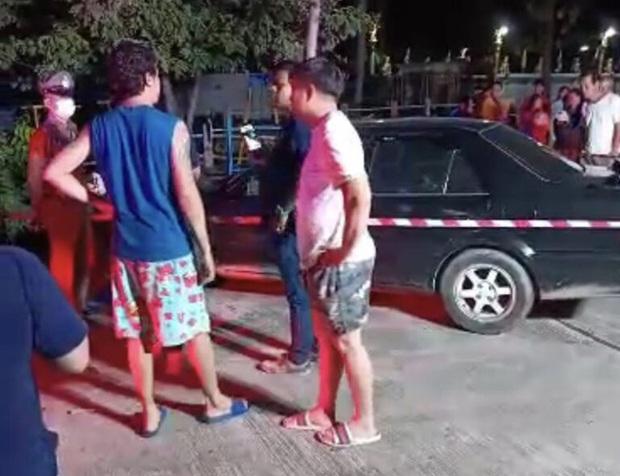 Thấy chiếc ô tô đậu một chỗ suốt 2 ngày không rời đi, người dân kiểm tra thì rùng mình với cảnh tượng bên trong, hé lộ cuộc tình tay 3 ngang trái - Ảnh 2.