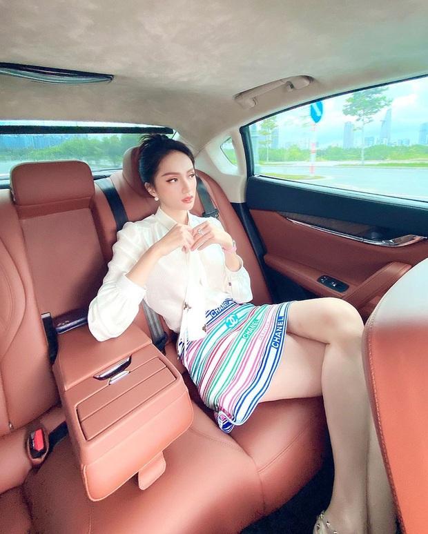 Hương Giang đụng hàng Phượng Chanel và cả dàn sao Kpop: Nhìn qua là biết ai chơi nhất, có nàng còn xén váy ngắn cũn - Ảnh 1.
