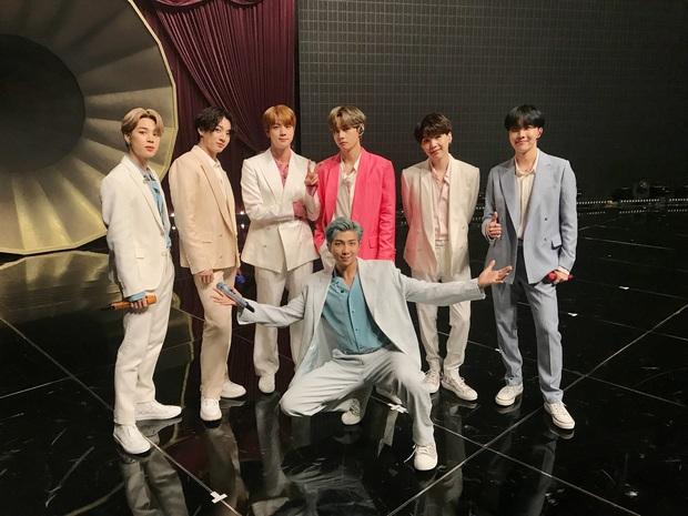 Trong khi các anh chàng BTS còn mải mê nuốt đĩa, em út Jungkook đã kịp tiết lộ... ca khúc mới nhất của nhóm? - Ảnh 6.