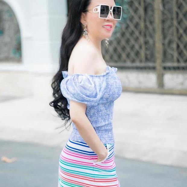 Hương Giang đụng hàng Phượng Chanel và cả dàn sao Kpop: Nhìn qua là biết ai chơi nhất, có nàng còn xén váy ngắn cũn - Ảnh 4.