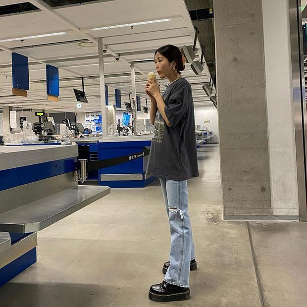 Jeans ống loe: Chiếc quần tôn dáng bậc nhất thu này nhưng liệu bạn đã biết cách diện chuẩn? - Ảnh 7.