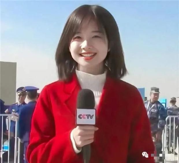 Xem thời sự cũng gặp được mỹ nữ làm MC, dân mạng Trung Quốc săn info ráo riết nhưng tìm mãi không ra - Ảnh 2.