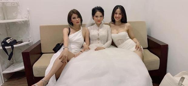 Hội gái xinh dự đám cưới với tinh thần lúc đi hết mình lúc về hết... hồn, cô dâu là người đứng sau tất cả - Ảnh 1.
