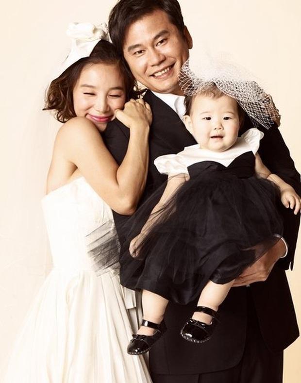 5 nhóm nhạc toang vì lý do lạ đời: Chị gái BTS đi tù vì tống tiền tài tử hạng A, chủ tịch YG dìm không cho vợ nổi tiếng - Ảnh 10.