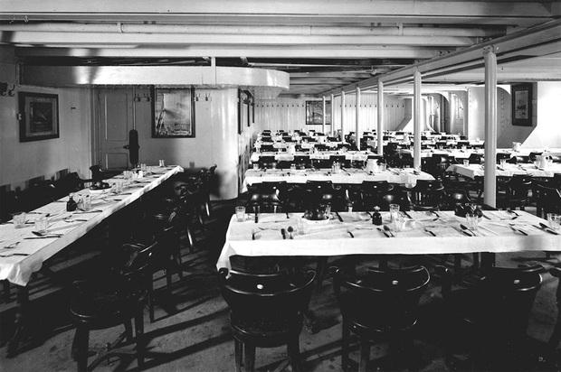 Bữa ăn cuối cùng trên chuyến tàu Titanic: Có thịt cừu sốt bạc hà, cá hồi sốt mousseline và vô số kể các món ngon khác - Ảnh 1.