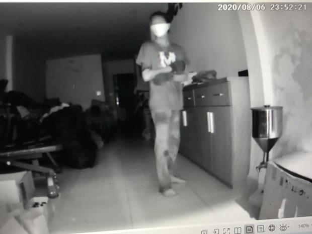 Bắt siêu trộm 16 tuổi thuê xe ôm để đi trộm cắp nhiều tài sản trị giá tiền tỷ ở Sài Gòn - Ảnh 4.