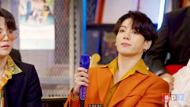 Trai đẹp tầm thế giới Jungkook (BTS) diện cây cam chóe khó nhằn, chỉ ngồi yên ở ghế hát cũng khiến MXH chao đảo cả tối - Ảnh 7.