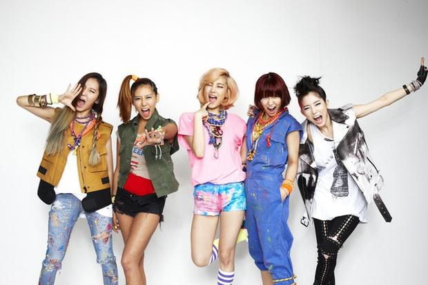 5 nhóm nhạc toang vì lý do lạ đời: Chị gái BTS đi tù vì tống tiền tài tử hạng A, chủ tịch YG dìm không cho vợ nổi tiếng - Ảnh 4.