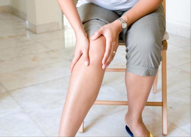 Khi thấy tay chân yếu, tê hoặc mất cảm giác ở một vùng trên cơ thể, cảnh giác với tình trạng này ở dây thần kinh - Ảnh 2.