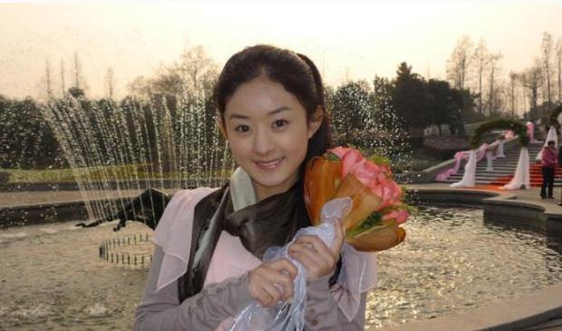 Duyên trời định của Triệu Lệ Dĩnh: 10 năm trước bắt được hoa cưới của Phùng Thiệu Phong, giờ đây là bà Phùng chính hiệu - Ảnh 2.