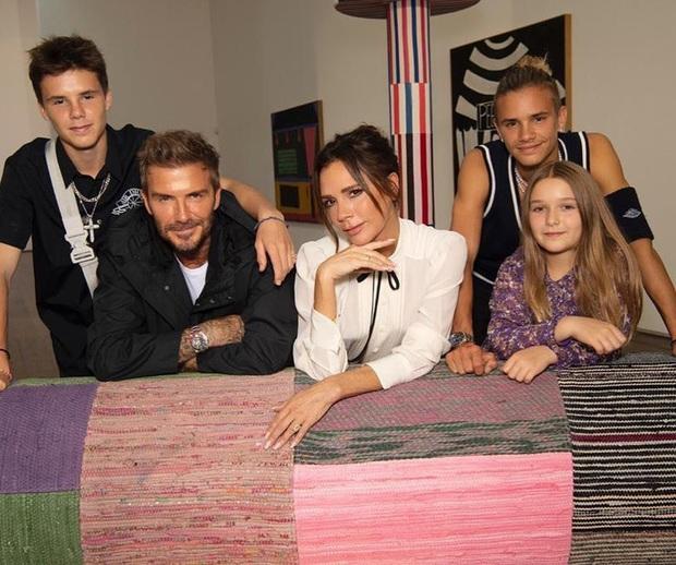David Beckham quay trộm rồi tấm tắc khen vòng 3 của bà xã, dân tình kêu gào: Ông chồng trong truyền thuyết là đây! - Ảnh 3.