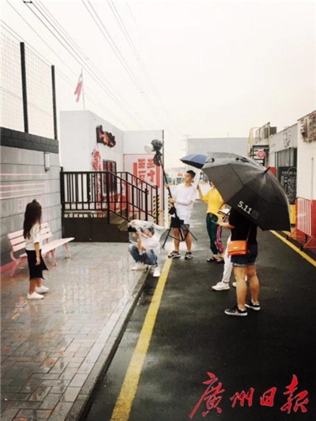 Nghề mẫu nhí ở Trung Quốc: Mua biệt thự, kiếm tiền tỷ từ tấm bé và bức tranh tuổi thơ tăm tối phía sau ánh đèn sân khấu - Ảnh 3.