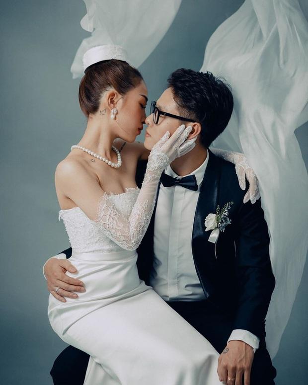 Con gái Minh Nhựa hé lộ ảnh cưới nhân kỷ niệm 1 năm lên xe hoa, ngắm 3 bộ váy mà trầm trồ - Ảnh 4.