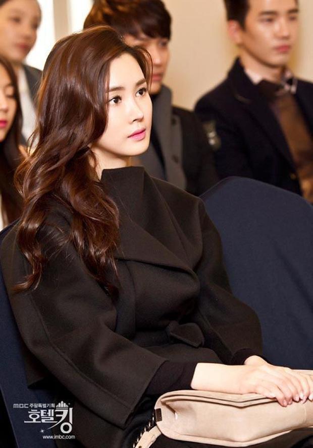 """Mỹ nhân """"dao kéo"""" thị phi nhất Kbiz Lee Da Hae: Hiện tượng 1 thời sụp đổ vì nghi án bán dâm, tình yêu bất ngờ với ca sĩ mát xa đèn mờ - Ảnh 8."""