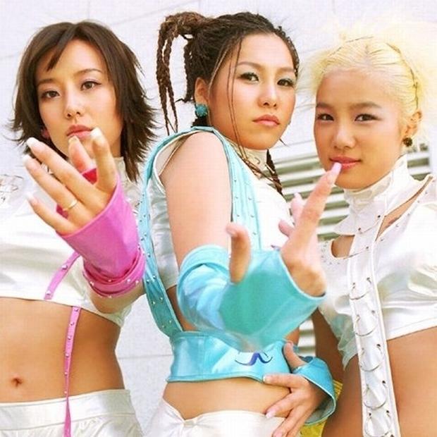 5 nhóm nhạc toang vì lý do lạ đời: Chị gái BTS đi tù vì tống tiền tài tử hạng A, chủ tịch YG dìm không cho vợ nổi tiếng - Ảnh 9.