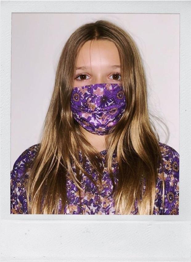 """Victoria Beckham cho con gái Harper 9 tuổi mặc váy mình thiết kế, netizen bình luận: """"Váy hợp với bà Beck hơn"""" - Ảnh 4."""