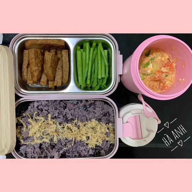 Cô nàng chuẩn bị cơm hộp mỗi ngày để ăn cùng đồng nghiệp nam, chồng không ghen mà còn phụ một tay - Ảnh 3.