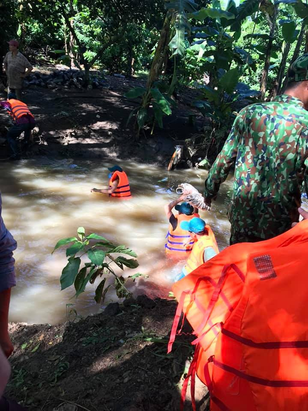 Tìm thấy người phụ nữ rớt xuống cống bị cuốn mất tích trong cơn mưa - Ảnh 1.