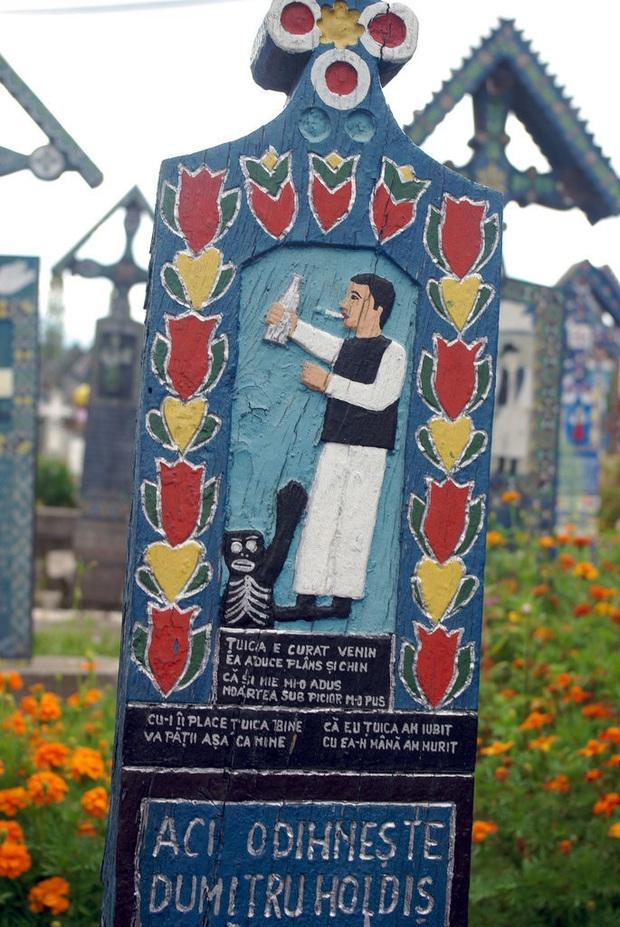 Ngôi làng Rumani có truyền thống khắc thơ tục tĩu và cợt nhả lên bia mộ người đã khuất - Ảnh 11.