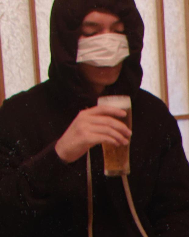 """Cẩn tắc vô áy náy như Lee Min Ho: Đi """"nhậu"""" cũng nghĩ ra cách che chắn cực lầy - Ảnh 2."""