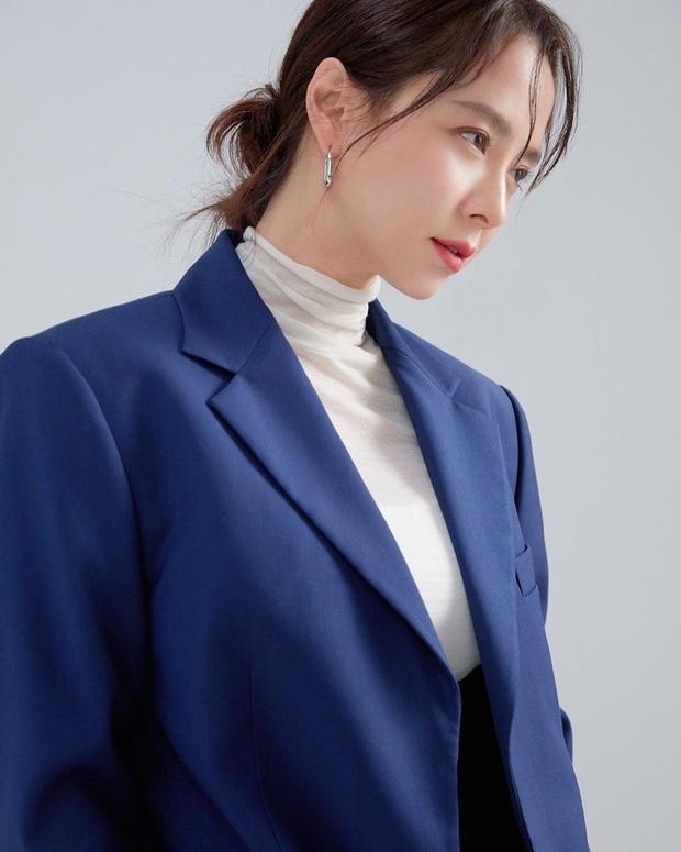 Vừa bị chê luộm thuộm, Song Ji Hyo dập lại luôn bằng bộ ảnh mới: Nhan sắc đỉnh cao thế này ai nghĩ đã U40? - Ảnh 8.