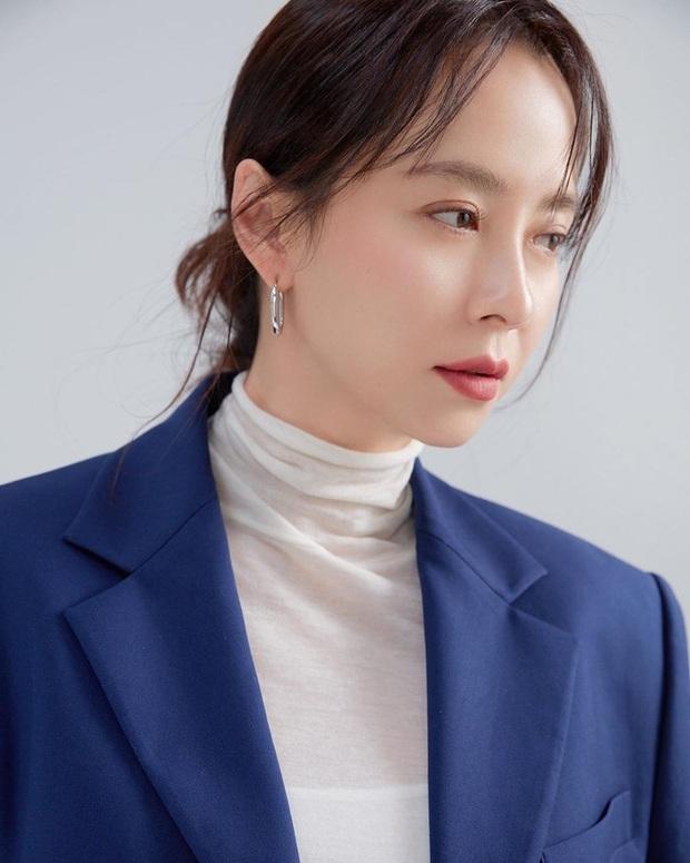 Vừa bị chê luộm thuộm, Song Ji Hyo dập lại luôn bằng bộ ảnh mới: Nhan sắc đỉnh cao thế này ai nghĩ đã U40? - Ảnh 7.