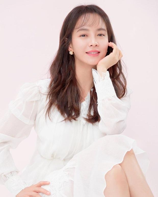 Vừa bị chê luộm thuộm, Song Ji Hyo dập lại luôn bằng bộ ảnh mới: Nhan sắc đỉnh cao thế này ai nghĩ đã U40? - Ảnh 6.