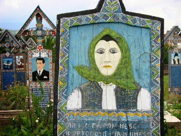 Ngôi làng Rumani có truyền thống khắc thơ tục tĩu và cợt nhả lên bia mộ người đã khuất - Ảnh 2.