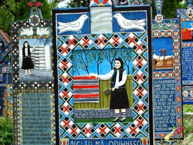 Ngôi làng Rumani có truyền thống khắc thơ tục tĩu và cợt nhả lên bia mộ người đã khuất - Ảnh 5.