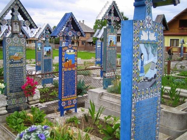 Ngôi làng Rumani có truyền thống khắc thơ tục tĩu và cợt nhả lên bia mộ người đã khuất - Ảnh 8.