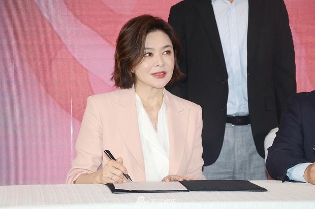 Làn da gây sốt của Đệ nhất mỹ nhân Hong Kong Quan Chi Lâm: Căng mịn dù ở tuổi U60, nét đẹp bất chấp thời gian - Ảnh 5.