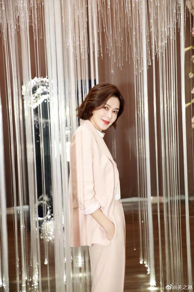 Làn da gây sốt của Đệ nhất mỹ nhân Hong Kong Quan Chi Lâm: Căng mịn dù ở tuổi U60, nét đẹp bất chấp thời gian - Ảnh 6.