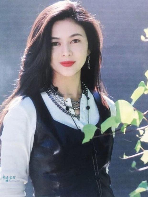 Làn da gây sốt của Đệ nhất mỹ nhân Hong Kong Quan Chi Lâm: Căng mịn dù ở tuổi U60, nét đẹp bất chấp thời gian - Ảnh 10.